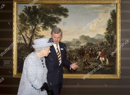 Queen Elizabeth II with General Sir Richard Shirreff (Chaiman)