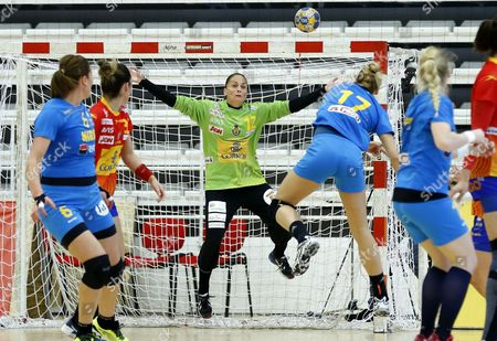 Spain's  goalkeeper Silvia Navarro Gimenez (C) defends a ball sent by Romania's Laura Popa (center L) during the Women's friendly handball match between Romania and Spain, at Dinamo Sports Hall, in Bucharest, Romania, 17 March 2017.