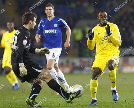 Cardiff City Goalkeeper Tom Heaton Clears the Ball Under Pressure From Leicester City Striker Darius Vassell United Kingdom Cardiff
