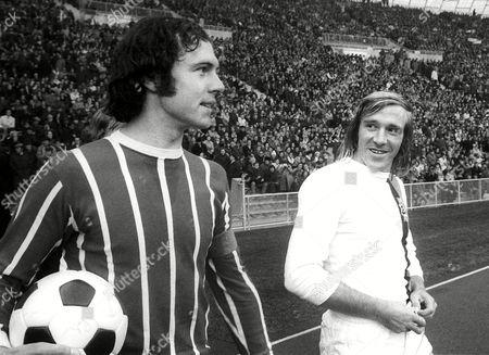 Borussia Monchengladbach's Gunter Netzer (r) with Bayern Munich's Franz Beckenbauer (l) File Photo Dated 21/10/1972