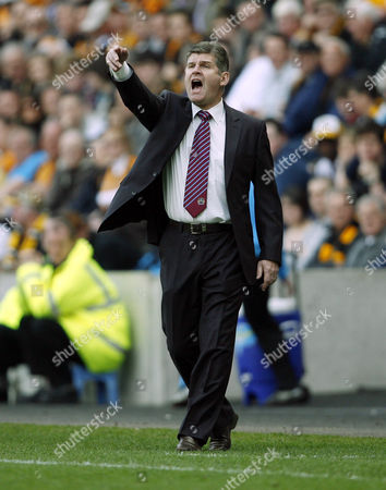 Burnley Manager Brian Laws Issues Instructions United Kingdom Hull