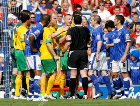 Gary Doherty and Sammy Clingan of Norwich City Argue with Referee Neil Swarbrick After He Awarded Ipswich Town A Penalty United Kingdom Ipswich