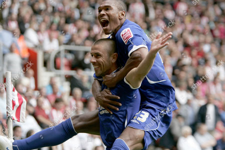 Kevin Philips of Birmingham City Celebrates Scoring the Equalising Goal with Teamate Marcus Bent United Kingdom Southampton