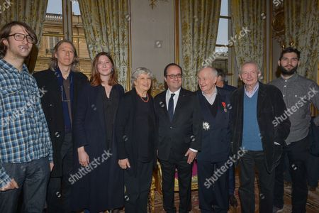 Michel Bouquet surrounded by his family and friends