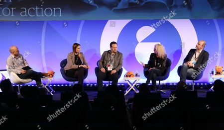 Michael Smith (Agency Director, Cheetah Mobile), Celine Saturnino (Chief Commercial Officer, Total Media), Rhys Denny (International Director of Business Development, Verve), Lisa Menaldo (Chief Revenue Officer, Chalk Global) and James Hill (Commercial Director, teads.tv)