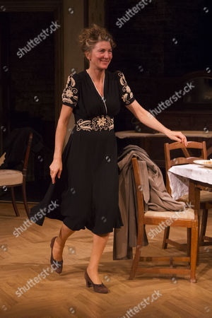 Eve Best (Olivia Brown) during the curtain call