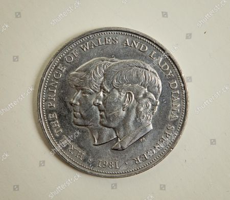 1981 - Hrh Prince Of Wales And Lady Diana Spencer - Rod And Yvonne Henkun's Collection Of Commemorative Coins That They Have Discovered Are Worthless.
