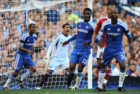 Chelsea Goalkeeper Henrique Hilario Shouts United Kingdom London