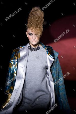 Redaktionell bild på Marc Jacobs Fashion Show, Autumn / Winter 2009 Mercedes-Benz Fashion Week, New York, America - 16 Feb 2009