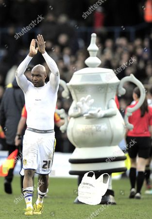 El-hadji Diouf of Leeds United is Applauded by the Fa Cup at the End of the Game United Kingdom Leeds