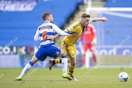 Jamie O'hara of Fulham and Oliver Norwood of Reading During the Sky Bet Championship Match Between Reading and Fulham Played at Madejski Stadium Reading On March 5th 2016 United Kingdom Reading