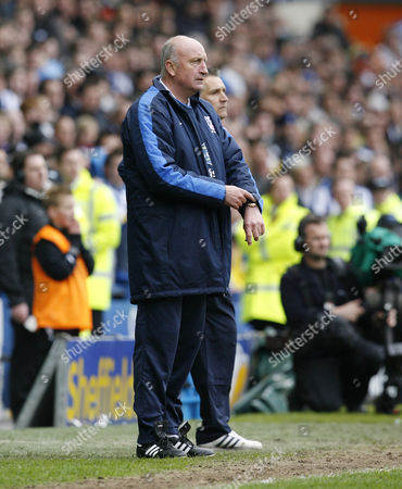 Crystal Palace Manager Paul Hart Points to His Watch Near the End of the Game United Kingdom Sheffield