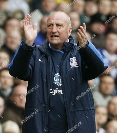 Crystal Palace Manager Paul Hart Applauds His Team United Kingdom Sheffield