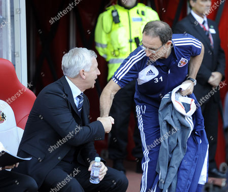 Sunderland Manager Martin O'neill (r) Shakes the Hand of Newcastle Manager Alan Pardew Before the Game United Kingdom Sunderland