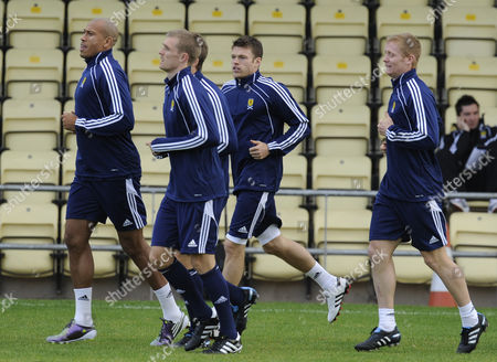 (l-r) Chris Iwelumo Darren Fletcher Jamie Mackie and Barry Robson of Scotland During Training