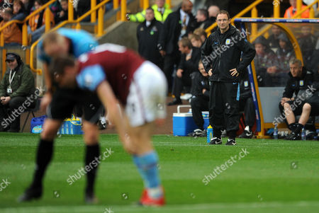 Aston Villa Manager Martin O'neill Looks On As Referee Peter Walton Checks On an Injured James Milner United Kingdom Wolverhampton