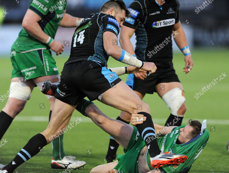 Sean Lamont - Glasgow Warriors winger gets involved in a fight with Connacht fly half  Jack Carty after he high tackled opposite number Peter Horne.