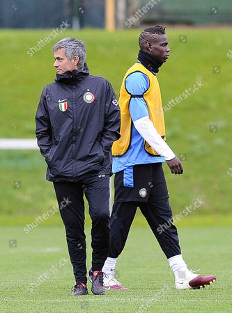 Mario Balotelli and Manager Jose Mourinho of Inter Milan During Training in Italy the Day Before Game Against Barcelona - Photo Infophoto/back Page Images Uk Sales Only Italy Milan