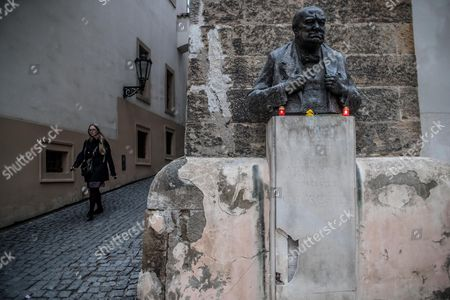 Candles are placed on the bust of Winston Churchill outside of the British embassy in Prague, Czech Republic, 23 March 2017, following the 22 March attack on London. Britain's Scotland Yard said on 23 March 2017 that police have made seven arrests in raids carried out over night in Birmingham London and elsewhere in the country after the terror attack in the Westminster Palace grounds and on Westminster Bridge on 22 March 2017 leaving at least four people dead, including the attacker, and 29 people injured.