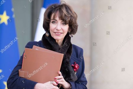 French Health minister Marisol Touraine leaves the Elysee Presidential Palace after the weekly cabinet meeting