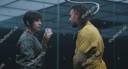 Scarlett Johansson, Daniel Henshall