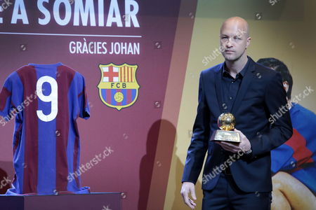 Jordi Cruyff, son of legendary former Dutch soccer player and coach Johan Cruyff, holds his father's Golden Ball next to his father's jersey (L) as he handles them both to Barcelona FC during a tribute to Johan Cruyff held in Barcelona, Spain, on 25 March 2017.