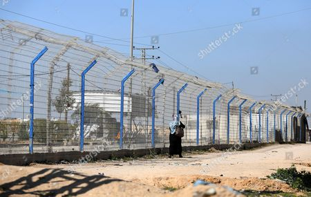 Palestinian women living near Erez crossing point walk near the border after its closure from the Palestinian side in Beit Hanun town in the northern Gaza Strip, 26 March 2017. Erez crossing point has been closed after senior leader of Ezz Al-Din Al-Qassam brigades, the armed wing of the Palestinian Hamas movement, Mazen Al-Faqhaa was killed on 24 March 2017 after gunmen shot him dead near his home in Tal Al-Hawa neighbourhood.  Al-Faqhaa was freed by Israeli in 2011 prisoner swap with more than 1,000 other Palestinian prisoners in exchange for Gilad Shalit, an Israeli solder Hamas had detained for five years.