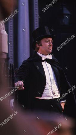 Christopher Strauli (as Bunny Manders)