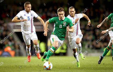 Republic of Ireland vs Iceland. Ireland's Kevin Doyle with Sverrir Ingi Ingason and Rurik Gislason of Iceland