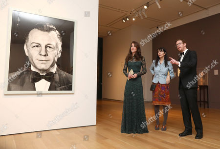Catherine Duchess of Cambridge (L) speaks with artist Gillian Wearing and gallery director Nicholas Cullinan