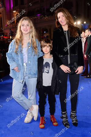 Stock Photo of London England 15th November 2016: Sara Macdonald with Children Anais Gallagher and Donovan Gallagher at the 'Fantastic Beasts and where to Find Them' - European Premiere at the Cineworld Imax and Odeon Leicester Square London England On the 15th November 2016