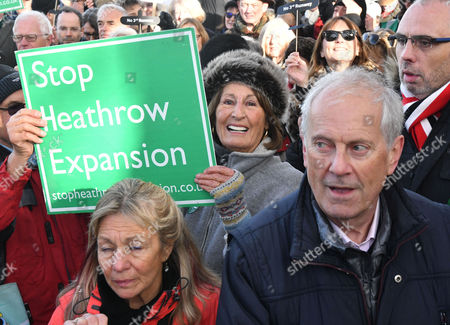 Richmond Upon Thames Uk 19th Nov 2016: Lady Annabel Goldsmith at the Anti Heathrow Runway Rally in Richmond London On the 19th November 2016