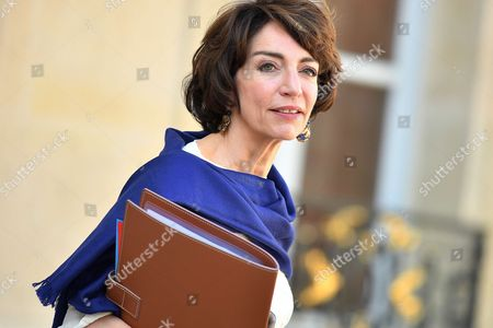 French Minister of Health and Social Affairs, Marisol Touraine leaves the Elysee Presidential Palace after the weekly cabinet meeting