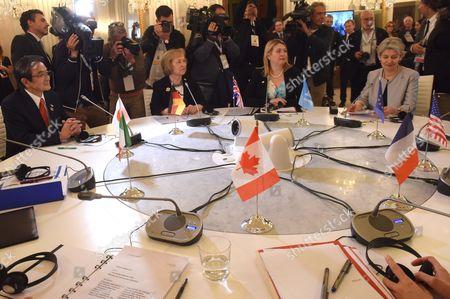 Working table. Ryohei Miyata, Maria Bohmer, Karen Bradley, Irina Bokova