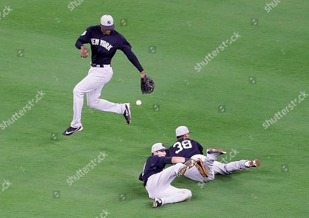 Rashad Crawford, Rob Refsnyder, Dustin Fowler New York Yankees' Rashad Crawford, left, fields a double missed by teammates Rob Refsnyder, right, and Dustin Fowler by Atlanta Braves' Jace Peterson to score three runs in the sixth inning of an exhibition spring training baseball game in Atlanta