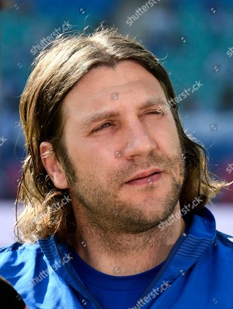 Darmstadt's head coach Torsten Frings waits prior the German first division Bundesliga soccer match between RB Leipzig and SV Darmstadt 98 in Leipzig, Germany