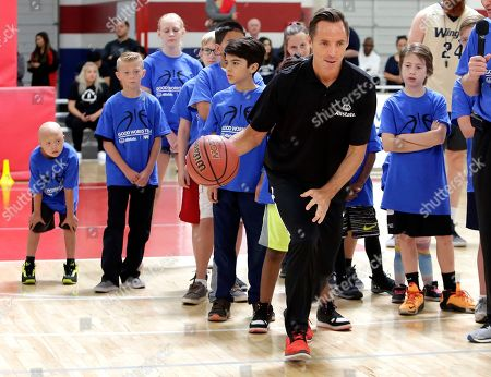 Steve Nash assists a Special Olympics Arizona player with passing drills at the Allstate NABC Good Works Day ahead of the NCAA Men's Final Four National Championship in Phoenix, Ariz. on