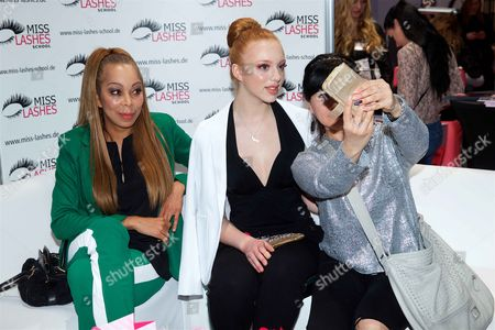 Anna Ermakova with her mother Angela Ermakova and fan