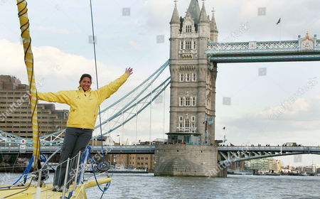 Dee Caffari on her yacht Aviva sails under Tower Bridge