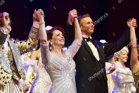 Sheena Easton (Dorothy Brock) and Tom Lister (Julian Marsh) during the curtain call