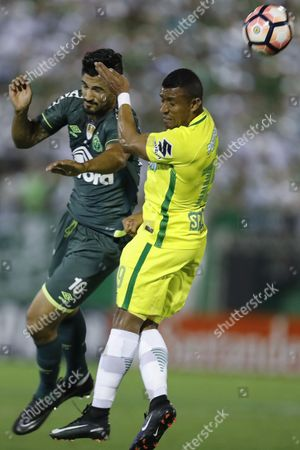 Chapecoense's Tulio de Melo (L) vies for the ball with Atletico Nacional Farid Diaz (R) during the first game of the Recopa Sudamericana (winner's cup) between Colombian Atletico Nacional and Brazilian Chapecoense, at the Arena Conda stadium, in Chapeco, Brazil, 04 April 2017.