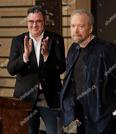 Don Schlitz, Vince Gill Songwriter Don Schlitz, right, is applauded by emcee Vince Gill after Gill announced that Schlitz is one of the 2017 inductees into the Country Music Hall of Fame, in Nashville, Tenn. Schlitz, will be honored along with singer and songwriter Alan Jackson and the late singer and songwriter Jerry Reed