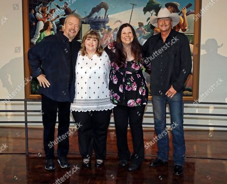 Alan Jackson, Don Schlitz, Lottie Zavala, Seidina Hubbard Songwriter Don Schlitz, left, and singer-songwriter Alan Jackson, right, pose with Lottie Zavala, second from left, and Seidina Hubbard, daughters of the late singer-songwriter Jerry Reed after it was announced, in Nashville, Tenn., that Schlitz, Jackson and Reed are the 2017 inductees into the Country Music Hall of Fame