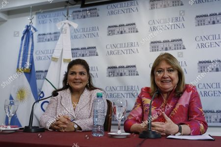Argentinian Foreign Minister Susana Malcorra (R) and Director of the WEF for Latin America Marisol Argueta de Barillas deliver a press conference to present the World Economic Forum (WEF) for Latin America at the Foreign Ministry in Buenos Aires, Argentina, 05 April 2017.