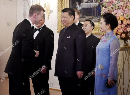 President of the People's Republic of China Mr. Xi Jinping, his wife Mrs Peng Liyuan, President of Finland Mr Sauli Niinisto and his wife Mrs Jenni Haukio shake hands with Chairman of Nokia, Risto Siilasmaa prior to official state dinner
