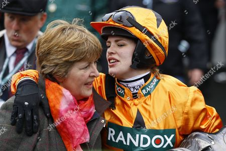 Lizzie Kelly with mother Jane Williams after Tea For Two won the Betway Bowl Chase at Aintree on Tea For Two.