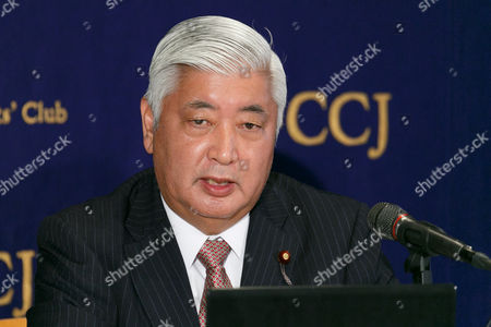 Former Defense Minister Gen Nakatani speaks during a press conference at the Foreign Correspondents' Club of Japan