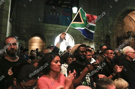 South Africans react during the memorial service for Ahmed Kathrada in Cape Town, South Africa, 06 April 2017. Kathrada, an anti-apartheid struggle icon and close friend of the late former South African President, Nelson Mandela died on 28 March.  Former Finance Minister Pravin Gordhan was given a standing ovation as various speakers at the service slated President Zuma amidst a growing backlash against his recent government reshuffle and axing of the finance minister.