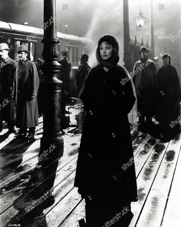 'The Alexander Korda Story'   TV Anna Karenina (Vivien Leigh)  Wanders Alone at the Busy Moscow Railway Station