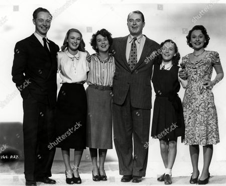 'Here Come the Huggetts' - Jimmy Hanley, Susan Shaw, Kathleen Harrison, Jack Warner, Petula Clark and Jane Hylton